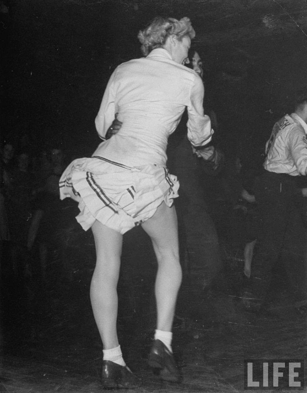 vintage nude girls dancing