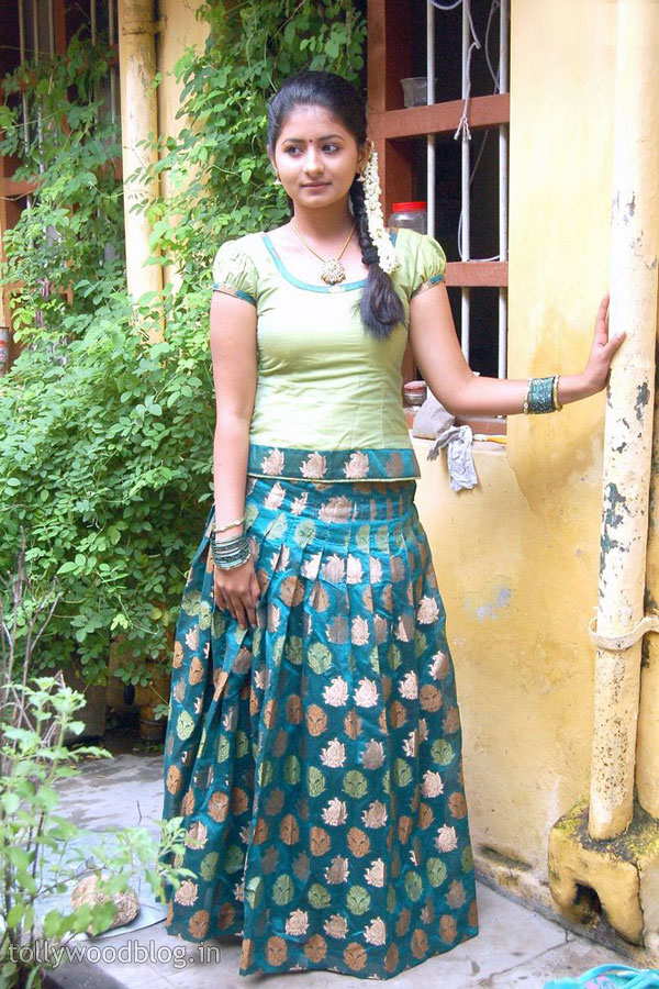 Reshmi Menon tamil actress hot sexy look - Height wiki affairs ...
