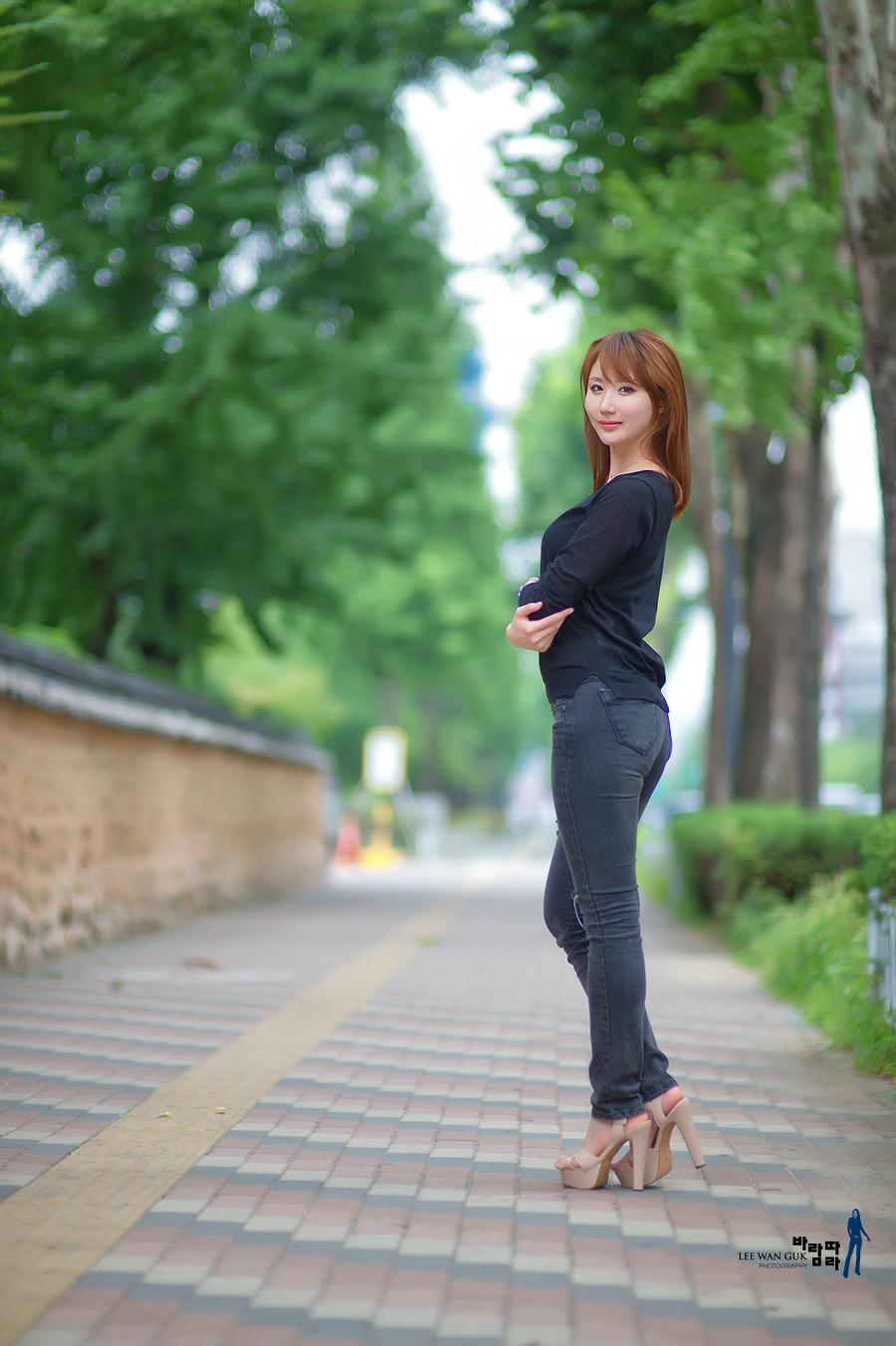 谈的谈说的说 (tán de tán shuō de shuō) - People talk and say about 小城故事真不错 (xiǎo chéng gù shi zhēn bù cuò) - The stories of the Small Town are really good