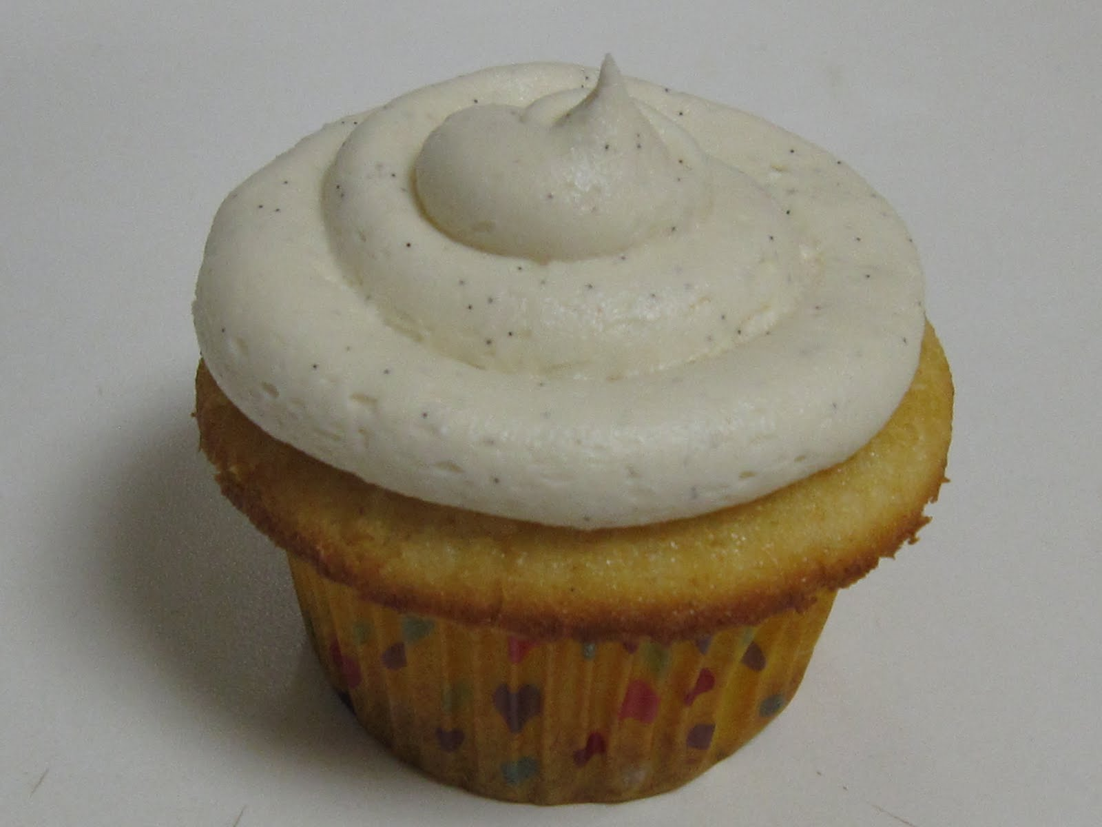 HANNAH IN THE KITCHEN: Vanilla Bean Cupcakes