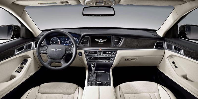 Interior del Hyundai Genesis donde vemos lo espacioso que resulta