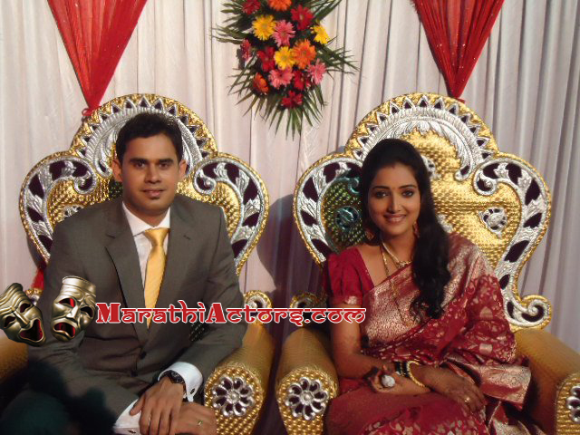 Mukta Barve Marriage http://marathiactors.blogspot.com/2012/04/actress-rupali-bhosle-wedding-photos.html