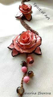 розова роза от полимерна глина