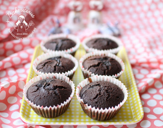 Bakericious: Ultimate Chocolate Cupcakes with Ganache Filling