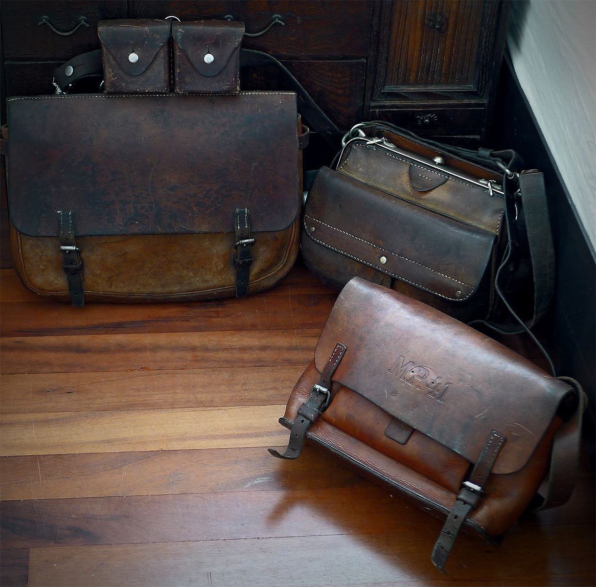 LeatherWerk: Vintage Swiss Leather Bags