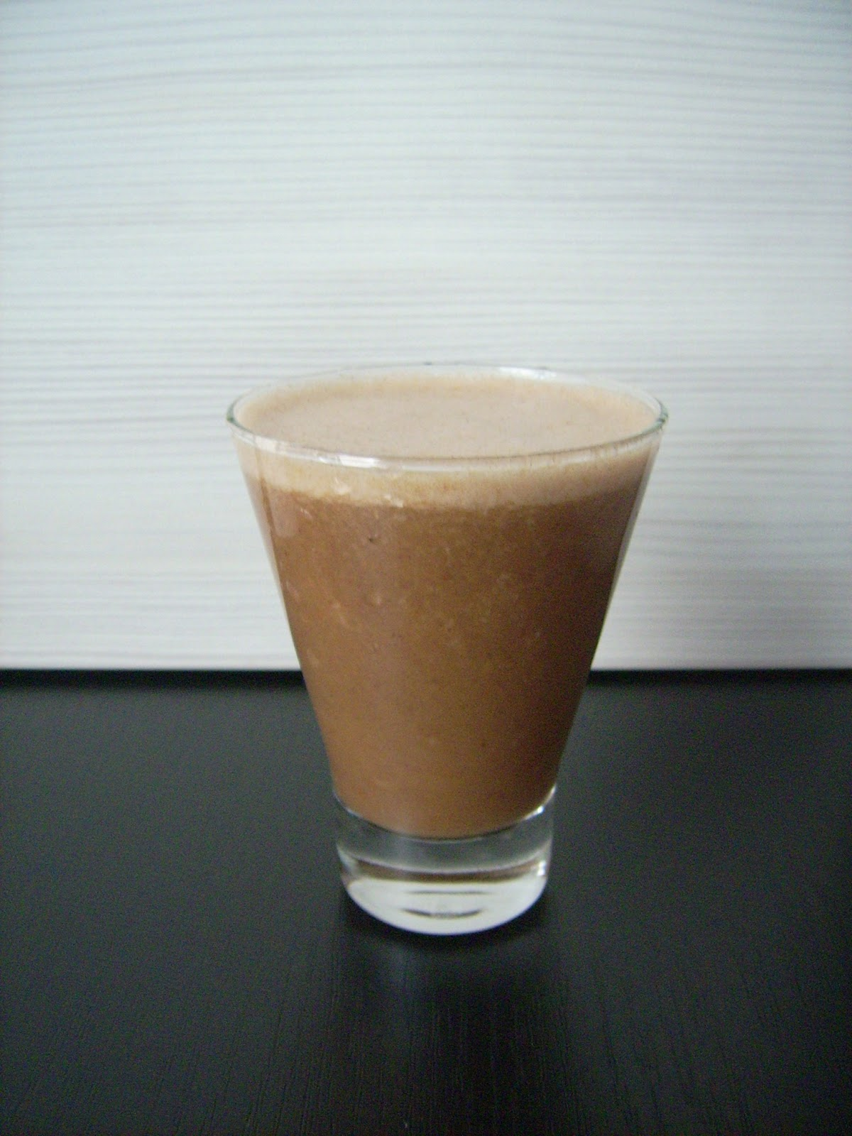 chocolate banana milkshake raw vegan