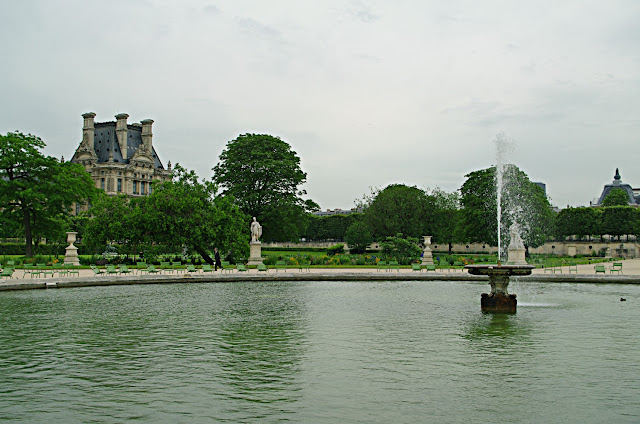 Jardin des Tuileries Paris image