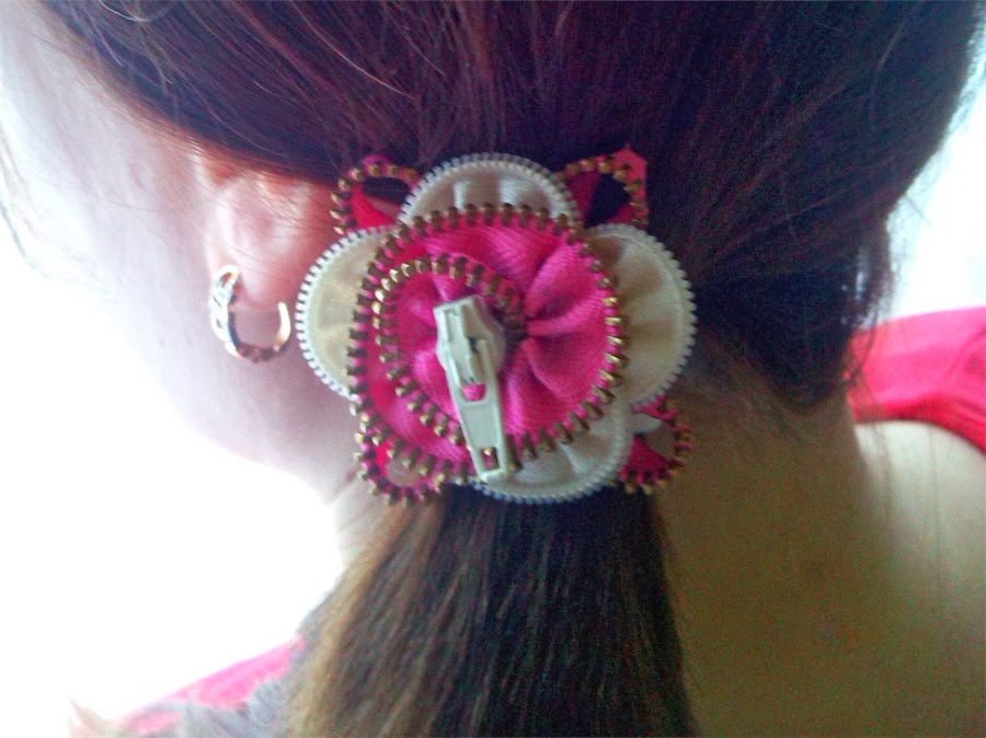 Scrunchy with flower zipper  step-by-step tutorials