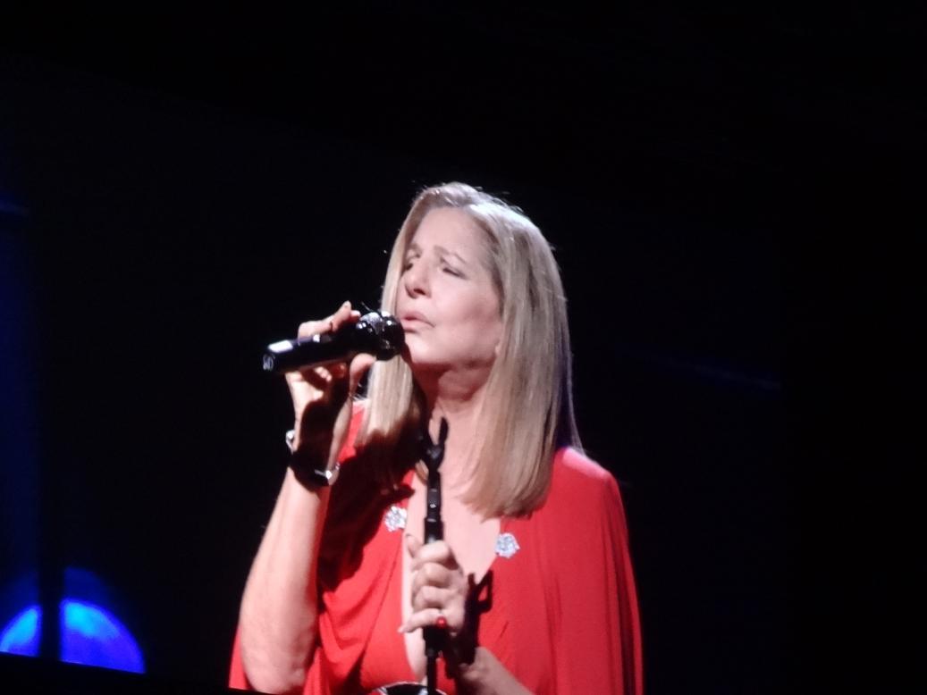 http://4.bp.blogspot.com/-68JvhKCPlv4/UO5ThQUs7yI/AAAAAAAABpc/VTR4TY4HIjA/s1600/Barbara+Streisand+Toronto+ACC+2012.JPG
