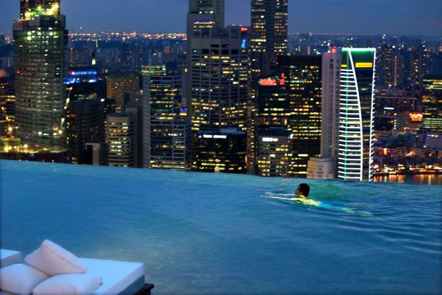 Rooftop pool marina bay sands resort singapore 9 pic for Rooftop swimming pool
