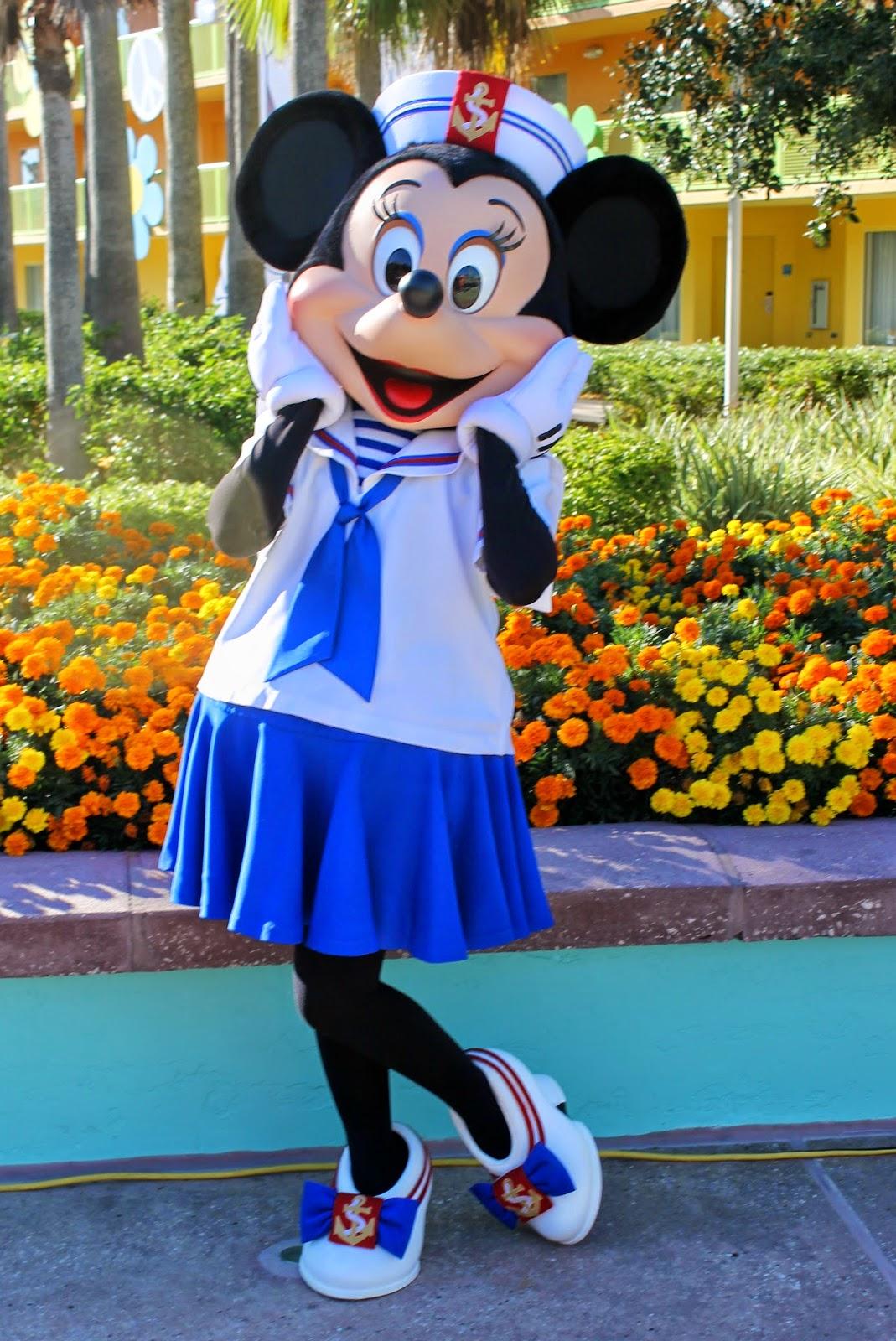 Minnie Mouse Disney Character Hunt Pop Century