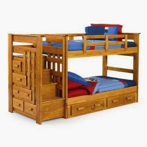 lits en bois superposé avec escalier