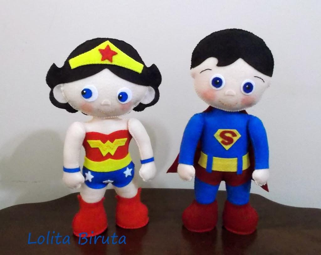 Mulher maravilha e Superman em feltro