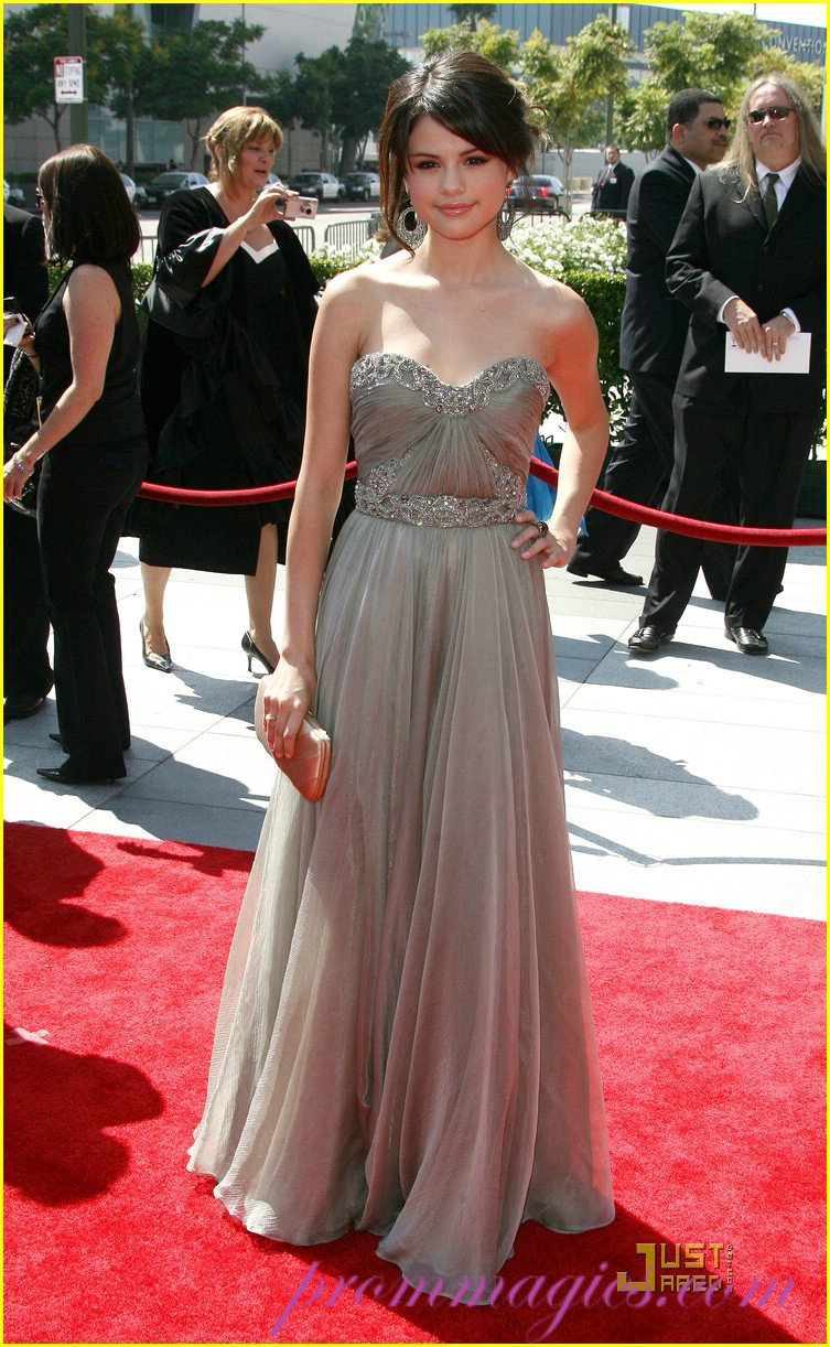 Selena gomez red carpet dresses - Dresses from the red carpet ...