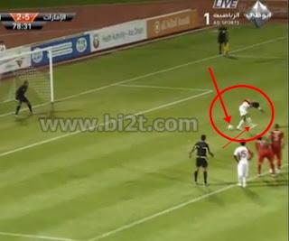 Foto TEndangan Penalti Awana dengan Tumit Kaki Arab vs Libanon