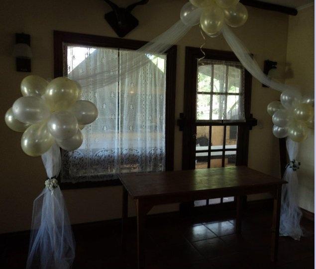 Globos en tu fiesta arreglo con tul ideal para bodas for Arreglos con globos para boda en jardin