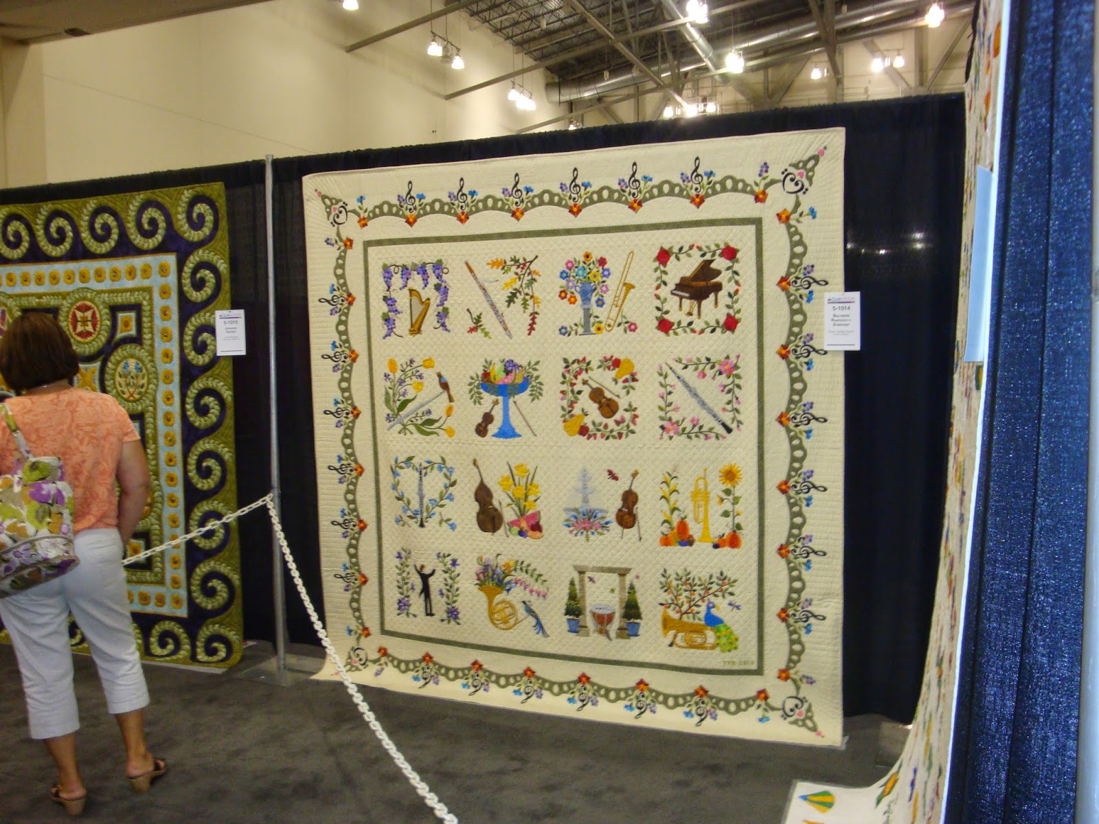 FABRIC THERAPY: 2014 AQS Grand Rapids Quilt Show - Part ONE... : grand rapids quilt show - Adamdwight.com