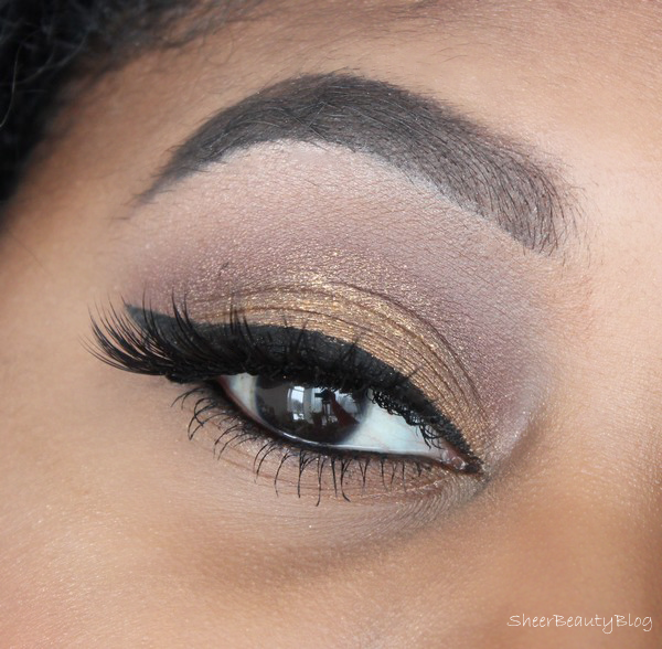 picture of gold eye makeup