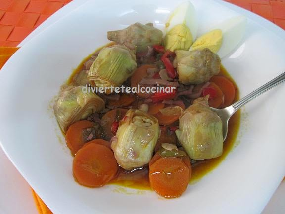 Divi rtete al cocinar alcachofas guisadas platos en for Cocinar alcachofas de bote