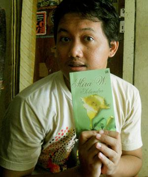 Novel Mira W dibeli di Semarang, 1 Januari 2011