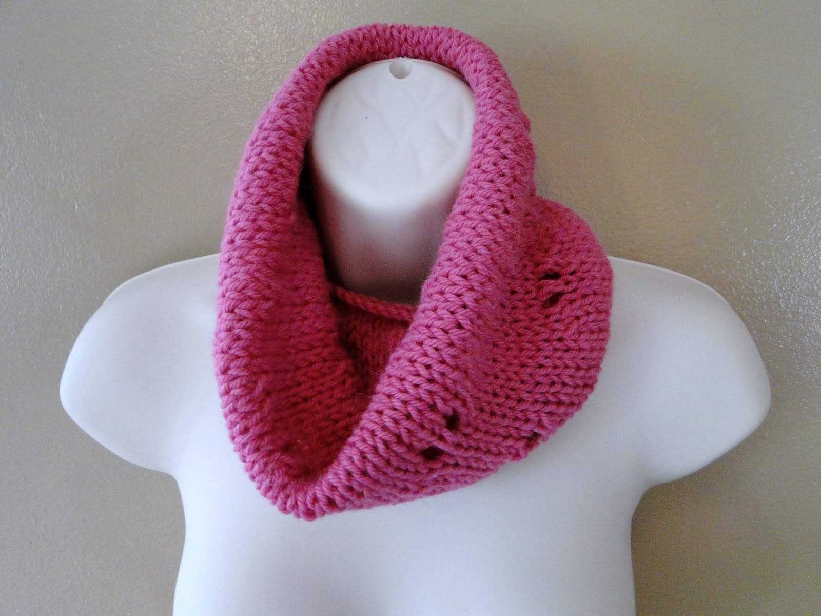 Free Knitting Pattern For Eyelet Cowl : Ruby Knits: Free Pattern Friday - Eyelet Cowl