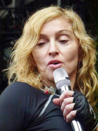 Madonna Tunjuk Wajah Sebenar