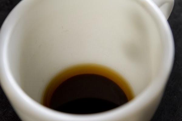 Coning Mug 底にたまったコーヒーの粉