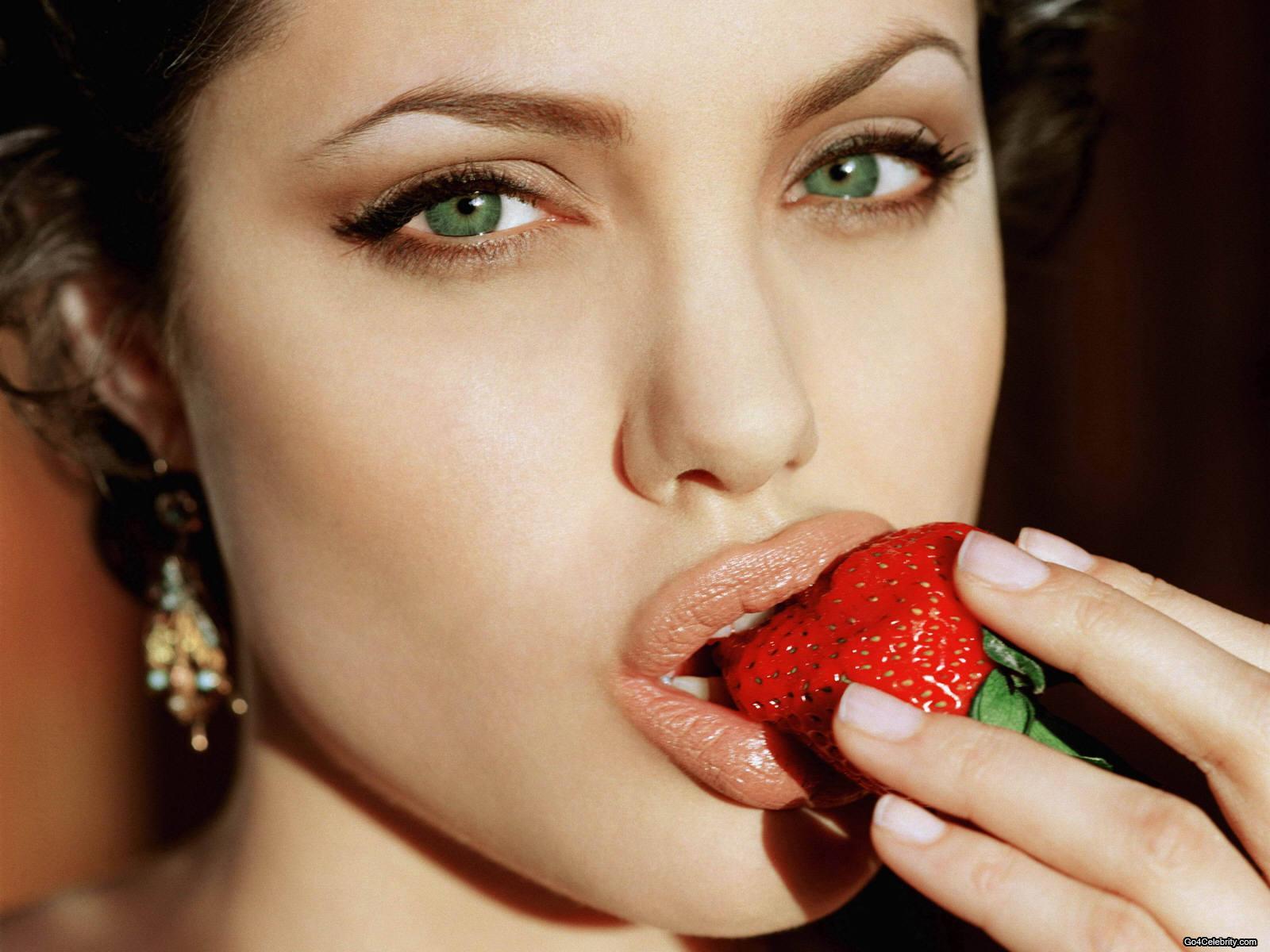 Angelina Jolie Tatouage Arabe - Les tatouages d'Angelina Jolie Tattoo Tatouage