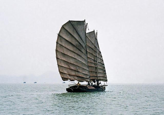 Gambar Kapal Layar Kuno bernama Jung