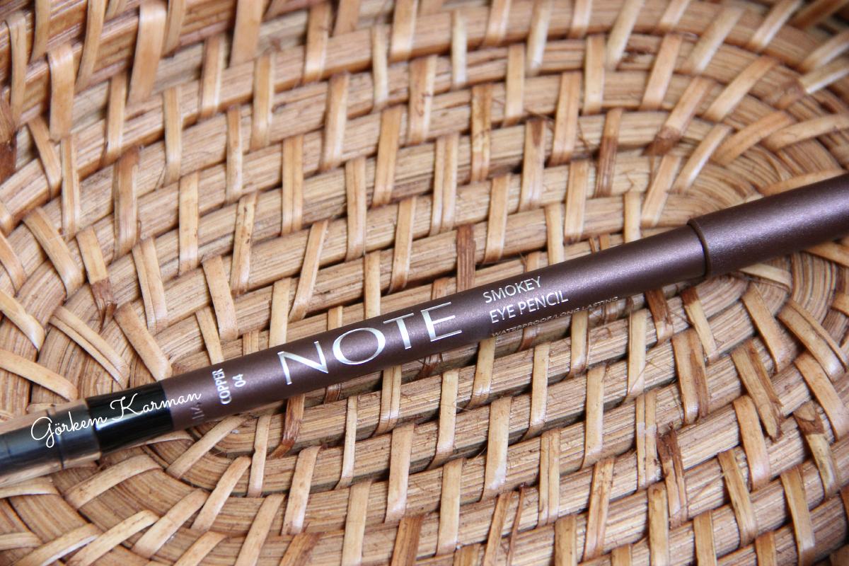 Siyah kalemle gözleri çizmek için herkese müsait midir