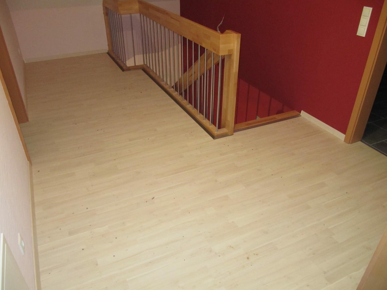 """Projekt """"schnitzelbude"""": laminat im flur, teppich im schlafzimmer ..."""
