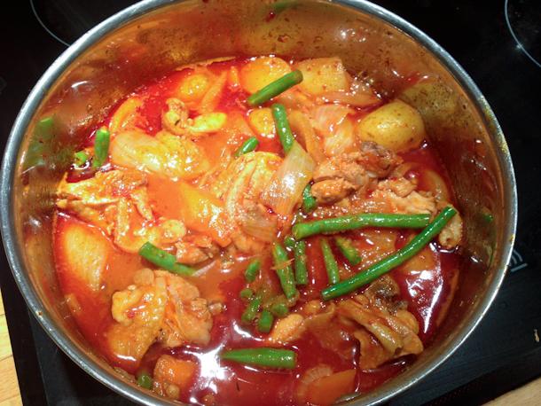 Hollow Legs: Dak Doritang - Korean Chicken Stew