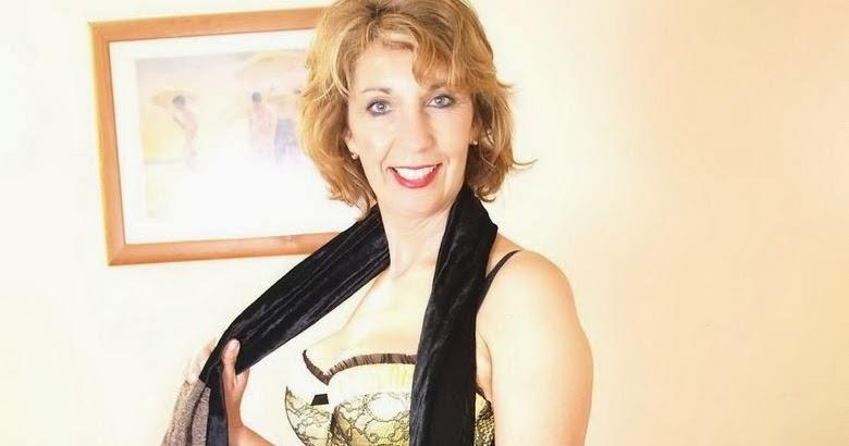 mature lovers: Yellow bra & panties (mature)
