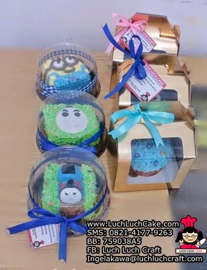 Mini Cake dan Cupcake Thomas Souvenir Ulang Tahun