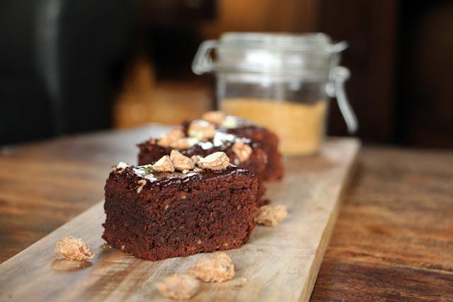 Zimt Brownies mit gebrannten Mandeln