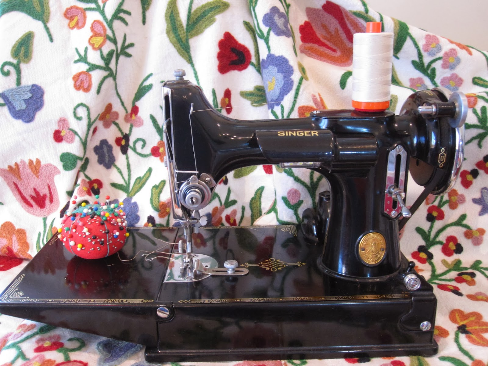Cheeky Cognoscenti: Sewing Machine Review: The Iconic Singer Model ...