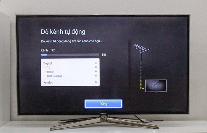 Chờ đợi trong khi tivi dò kênh tự động