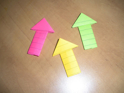 link to tutorial for how to make origami arrows on howaboutorange