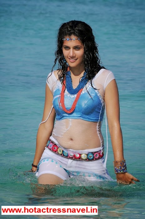 Tapsee Exposes Her Wet Navel and Thighs In Beach