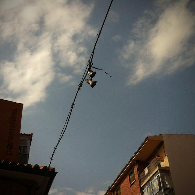 Cable con zapatos en clave, 2012 (cc) Abbé Nozal