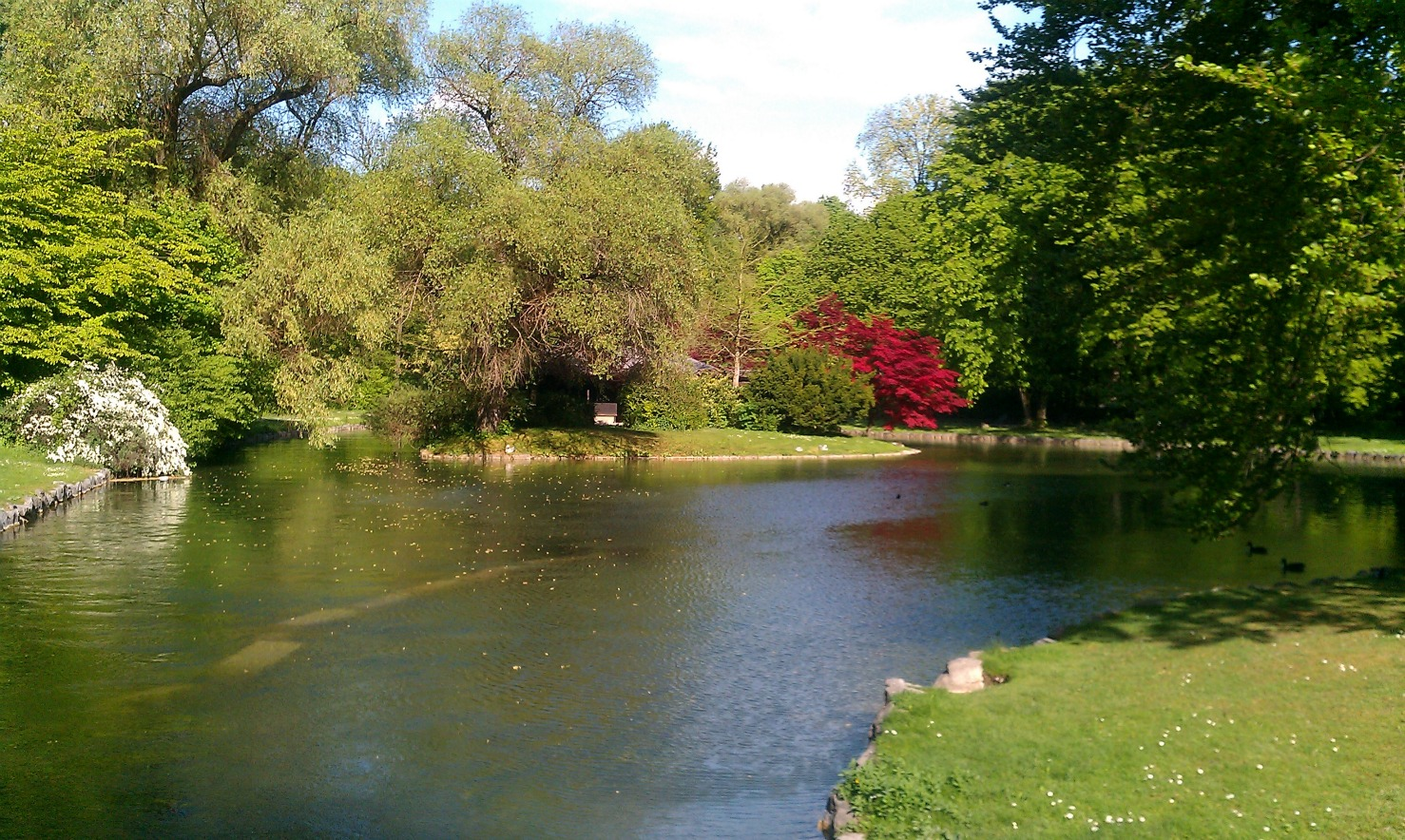 Englischer garten or 39 english garden 39 is a must see in for Jardin anglais munich surf