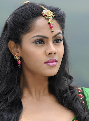 Actress Karthika Nair Photos and Biography