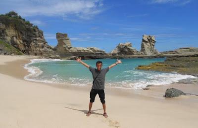 Pantai Klayar berseruling laut