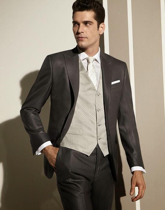 Vestito gessato grigio chiaro