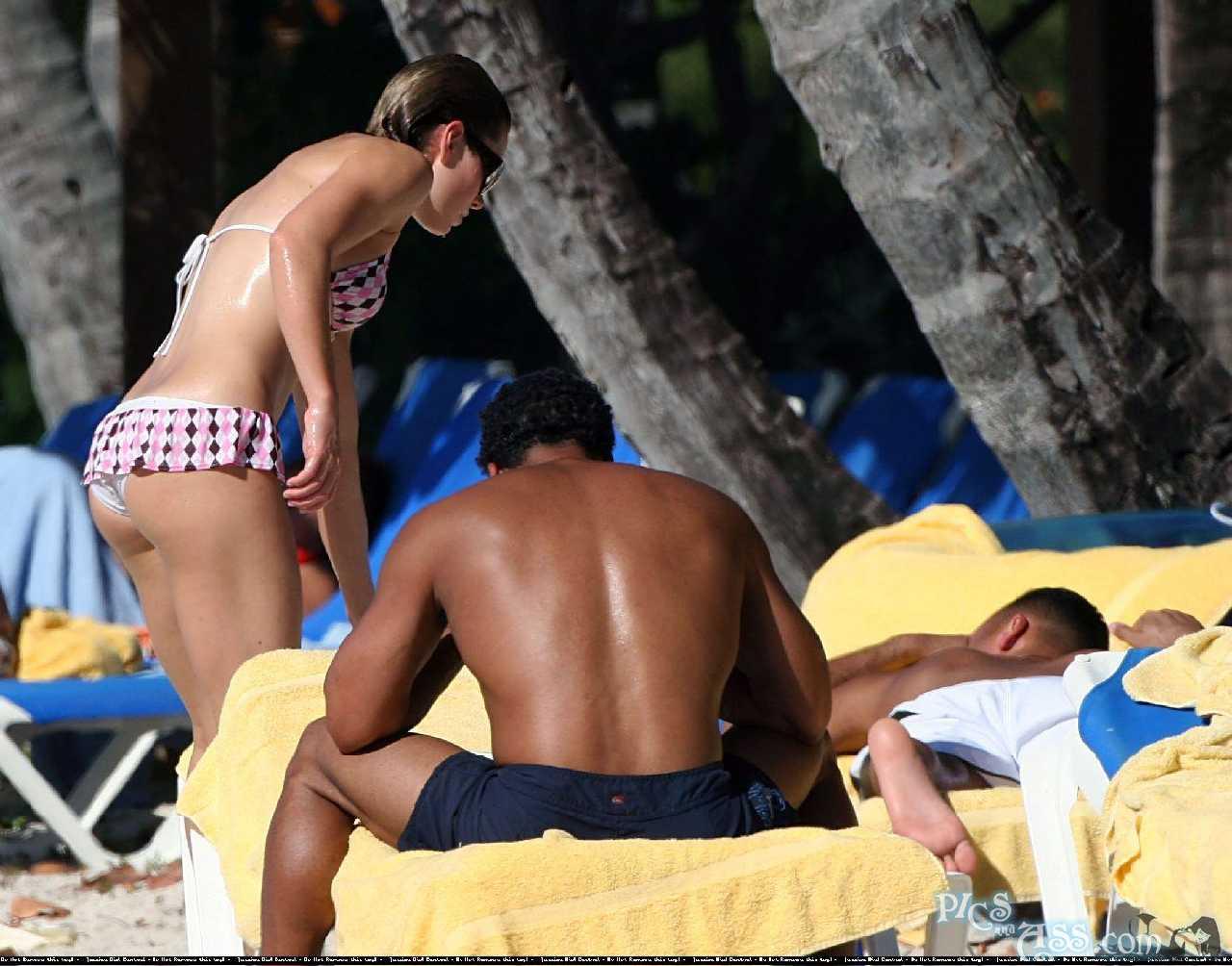 http://4.bp.blogspot.com/-6ENHjZClFys/TraNJ3FVBlI/AAAAAAAAiB0/TY9xGZ9Fa5U/s1600/Jessica+Biel%25E2%2580%2599s+Hottest+Bikini+Pics+29.jpg
