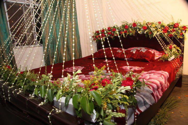 Wedding bed room decoration wedding snaps for Nuptial bed decoration