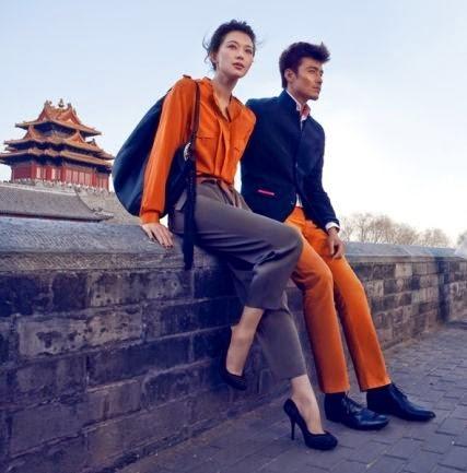 Casais que combinam os look em cor e nas roupas