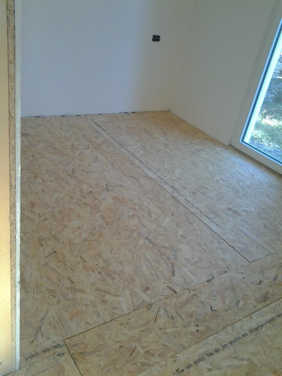 Le fasi di posa di un pavimento in larice massello - Piastrelle da incollare su pavimento esistente ...