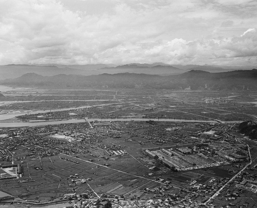 atomic bomb hiroshima Hiroshima was the primary target of the first nuclear bombing mission on august  6, with kokura and nagasaki as.