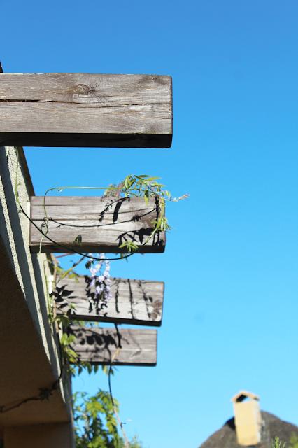 drewniane belki w domu,nowoczesny dom design,interiors designer,blog majsterkowanie szczecin